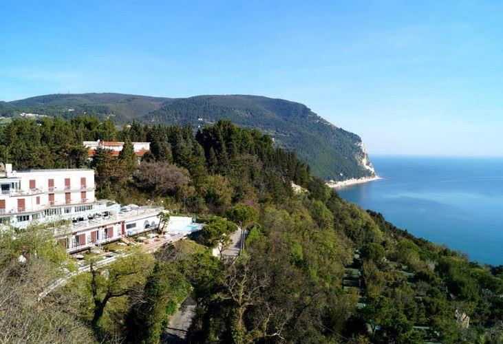 https://www.rivieradelconero.tv/Media/Facilities/98_beb-sirolo-seaview-7.jpg